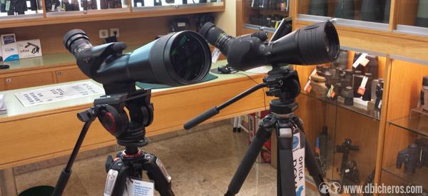 Nikon (izqda) y Vanguard (dcha) listos para ser comparados en Óptica Roma